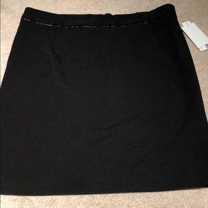 Amanda & Chelsea size 10 NWT black skirt, lined.
